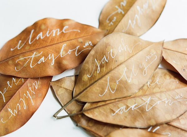 fall-wedding-escord-card-ideas-leaf-calligraphy-brown-neutral-natural-wedding-reception-decoration-ideas